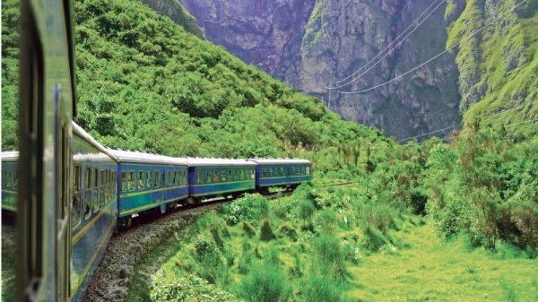 влакът от Оянтайтамбо до Агуас Калиентес